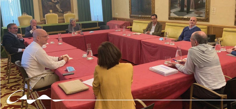 Reunión entre el COAA y el ayuntamiento de Gijón