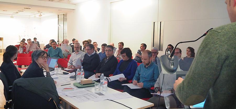 El pasado 29 de mayo se celebró en el Colegio Oficial de Arquitectos de Asturias la Asamblea Ordinaria correspondiente al mes de mayo. Ante la presencia de una treintena de colegiados, en ella se aprobaron la memoria de gestión del último ejercicio del CO