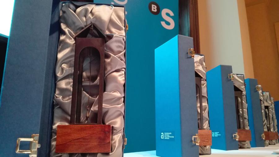 Exposición XIII Concurso `Plomadas de Plata` en el COAA