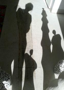 Exposición de escultura `Sombra y forma` de la escultura Carmen Castillo