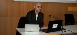 Moisés Royo analiza su arquitectura en el COAA