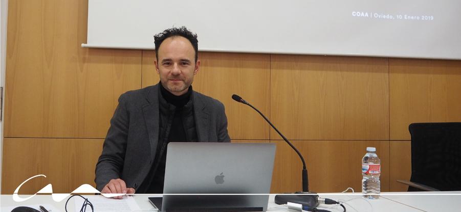 Vídeo proyectado por Pedro Quero en su conferencia en el COAA