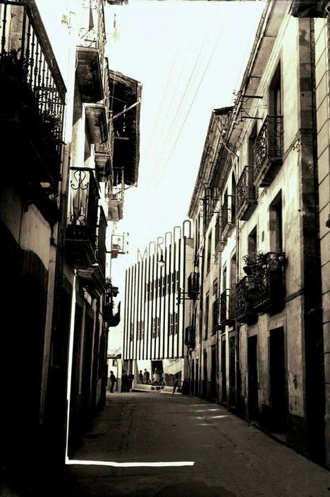 Vivienda unifamiliar y local comercial, Edificio Morodo, C/Mayor, Cangas del Narcea